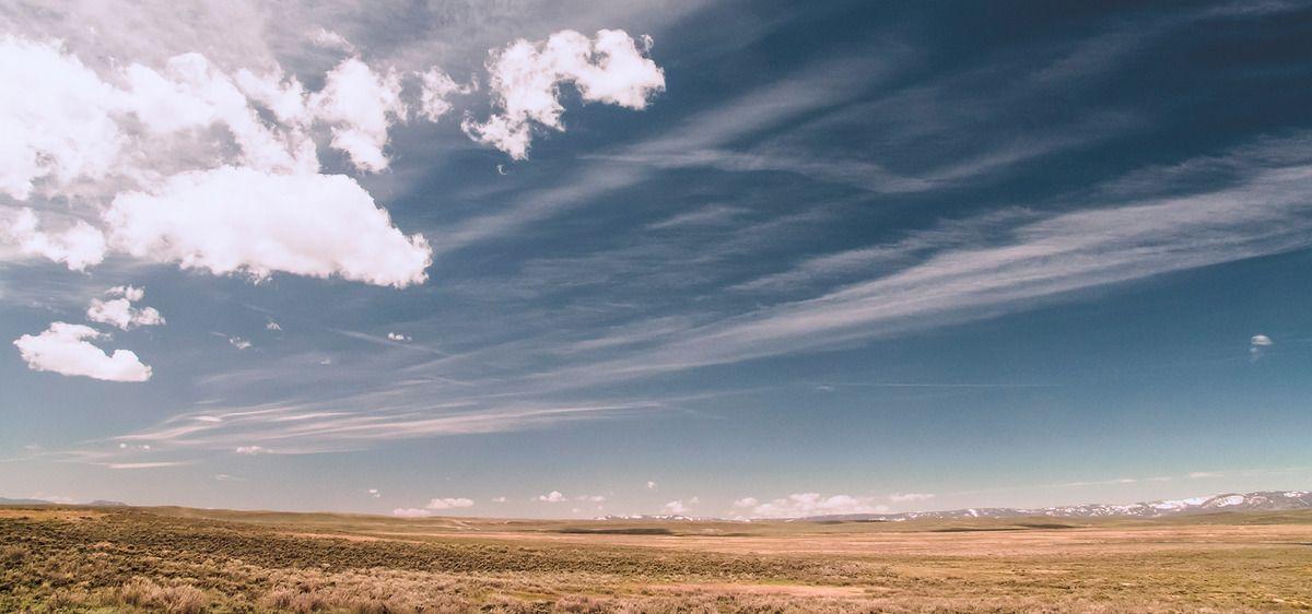 السماء الزرقاء الجليدية والثلوج تحت سماء صافية Blue Sky Sky Clouds