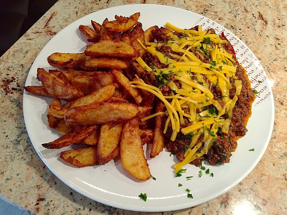 Amerikanische Chili-Cheese Fries