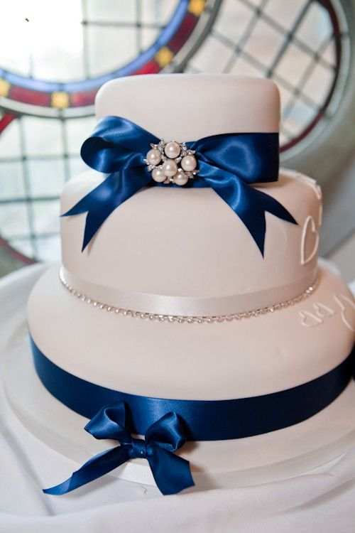 Love The Simplicity Of This White Cake