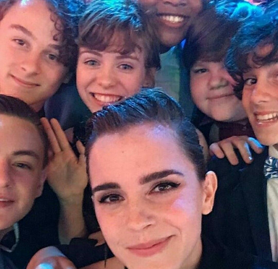 It Cast And Emma Watson At The Mtv Movie Awards She Thought They Were The Kids From Stranger Th It Movie Cast Pennywise The Dancing Clown Cast Stranger Things