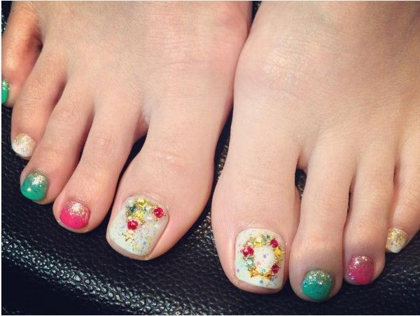 27 Holiday Fun Designs For Christmas Toe Nails Pretty Lil Toes
