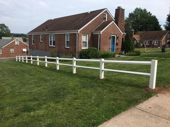 Vinyl Board Fences Richmond Virginia Atlantic Fence Supply Backyard Fences Vinyl Fence Fence Landscaping