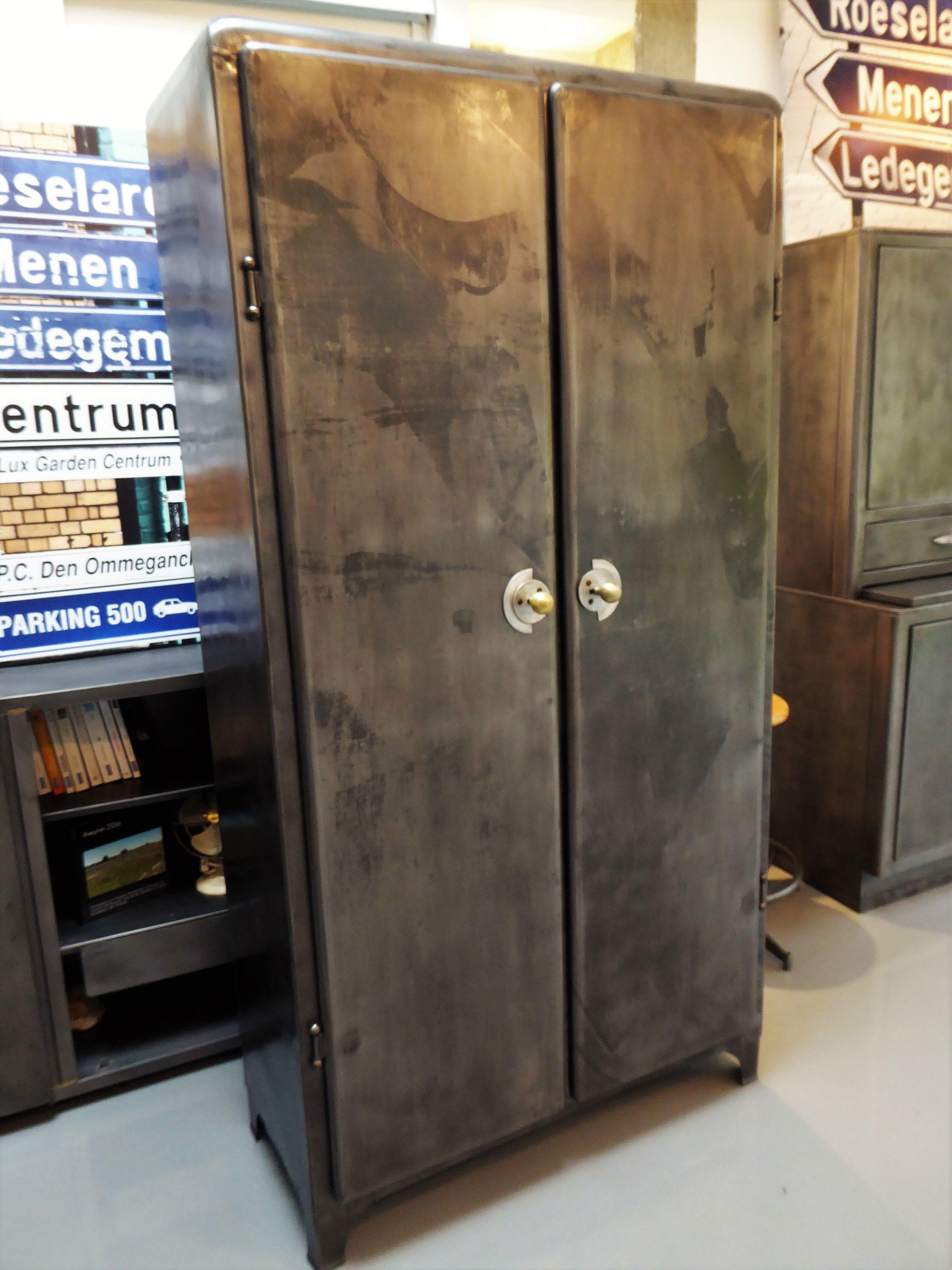 Meuble Industriel Armoire Metal Vintage Inspirationrecup Com Armoire Furniture Decor