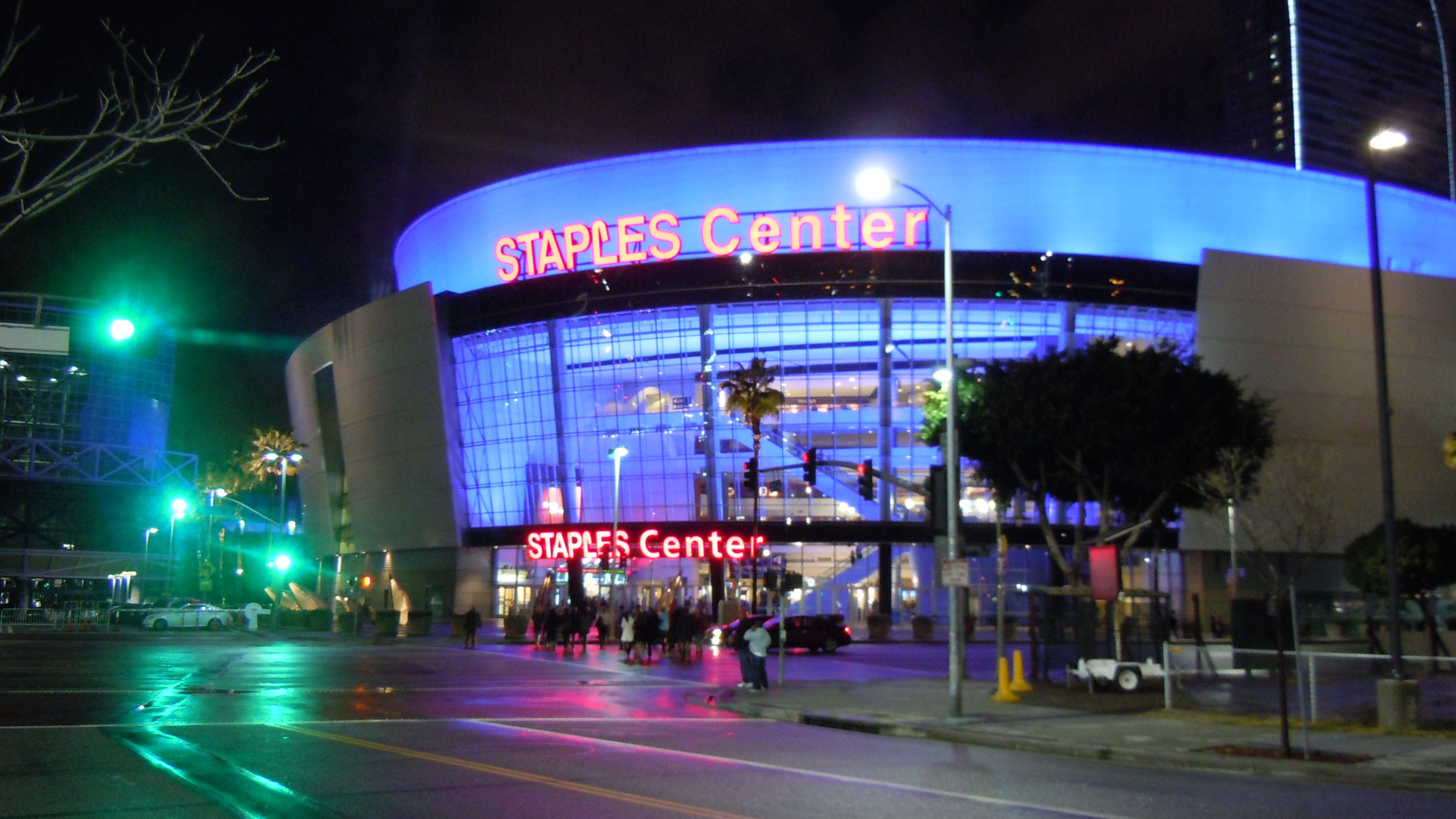 Catch a Lakers and Clippers game at the Staples Center  Only in