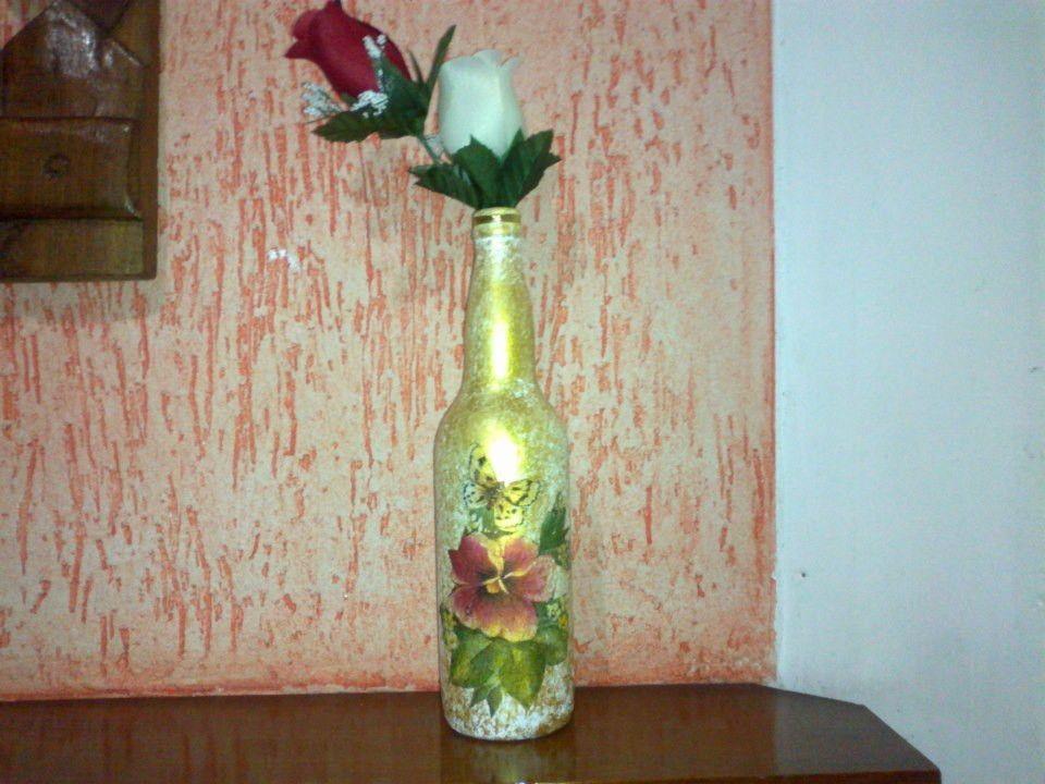 Garrafas de vidro decorativas para mesas, pode ser usado também como lembranças, etc.    Obs: As garrafas não seguem com as flores .