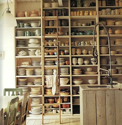 i aspire to a tableware collection like this.