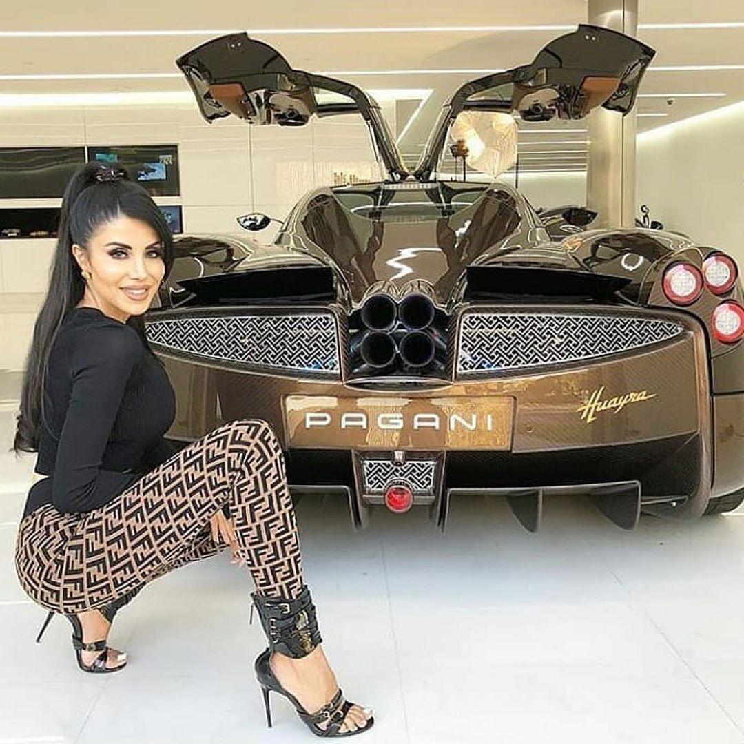 Épinglé sur sexy cars girls
