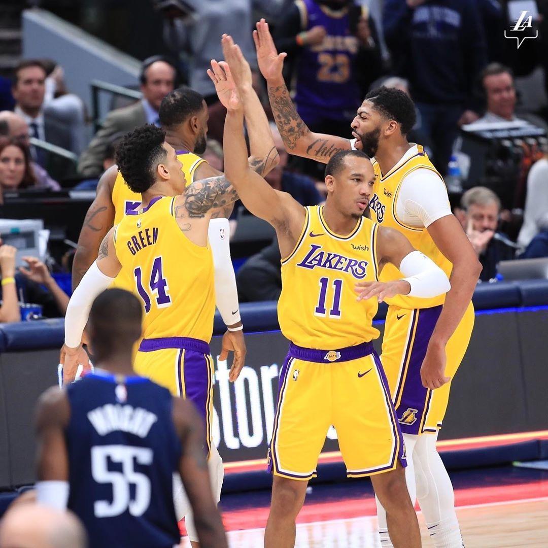 Sotto Di Tre Con Sei Secondi Da Giocare I Los Angeles Lakers Uscendo Dal Timeout Hanno Eseguito Uno Schema Utilizzando Il Cosid Los Angeles Lakers Nba Angeles