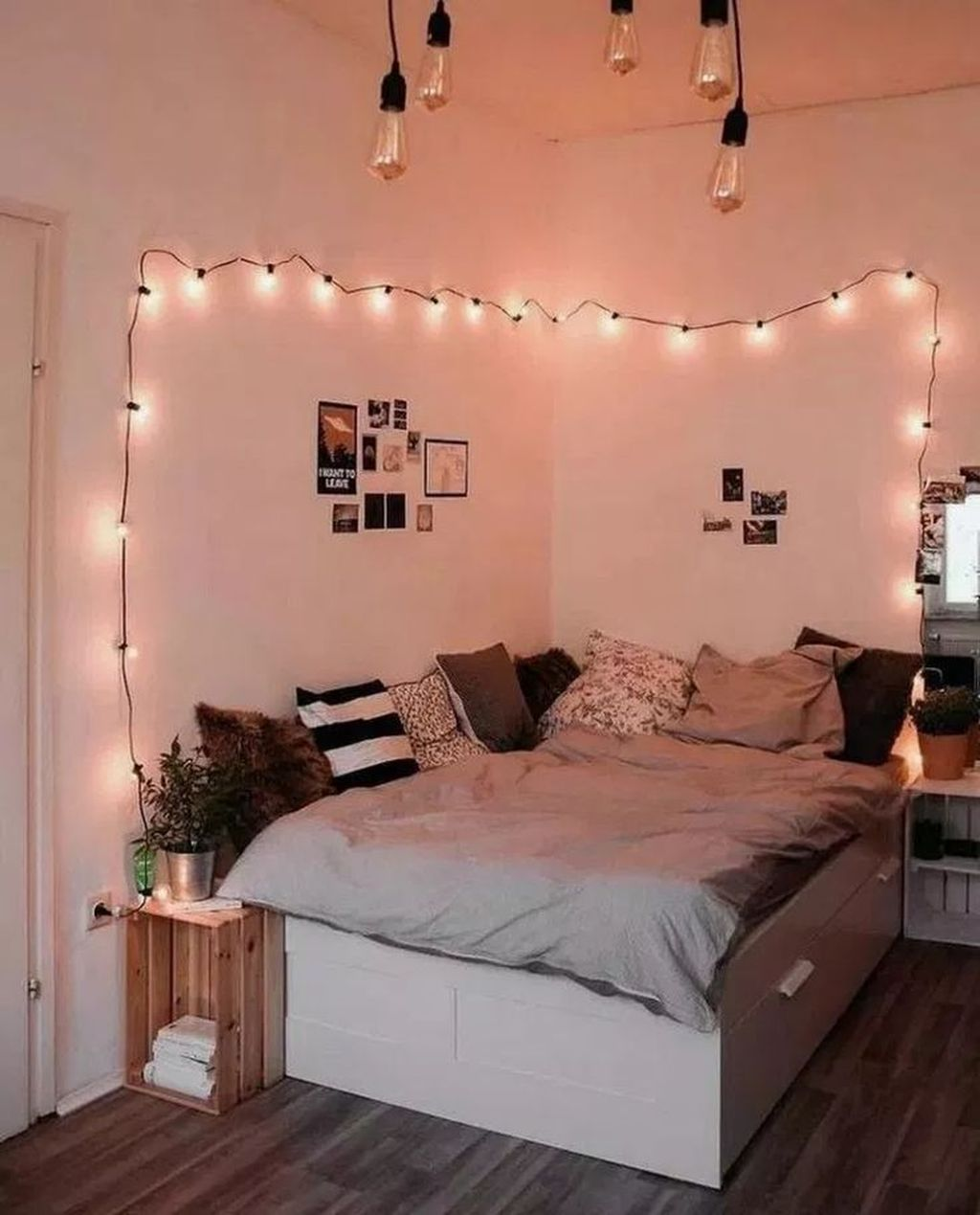 33 Admirable Small Bedroom Decor Ideas You Never Seen Before - HOMYHOMEE