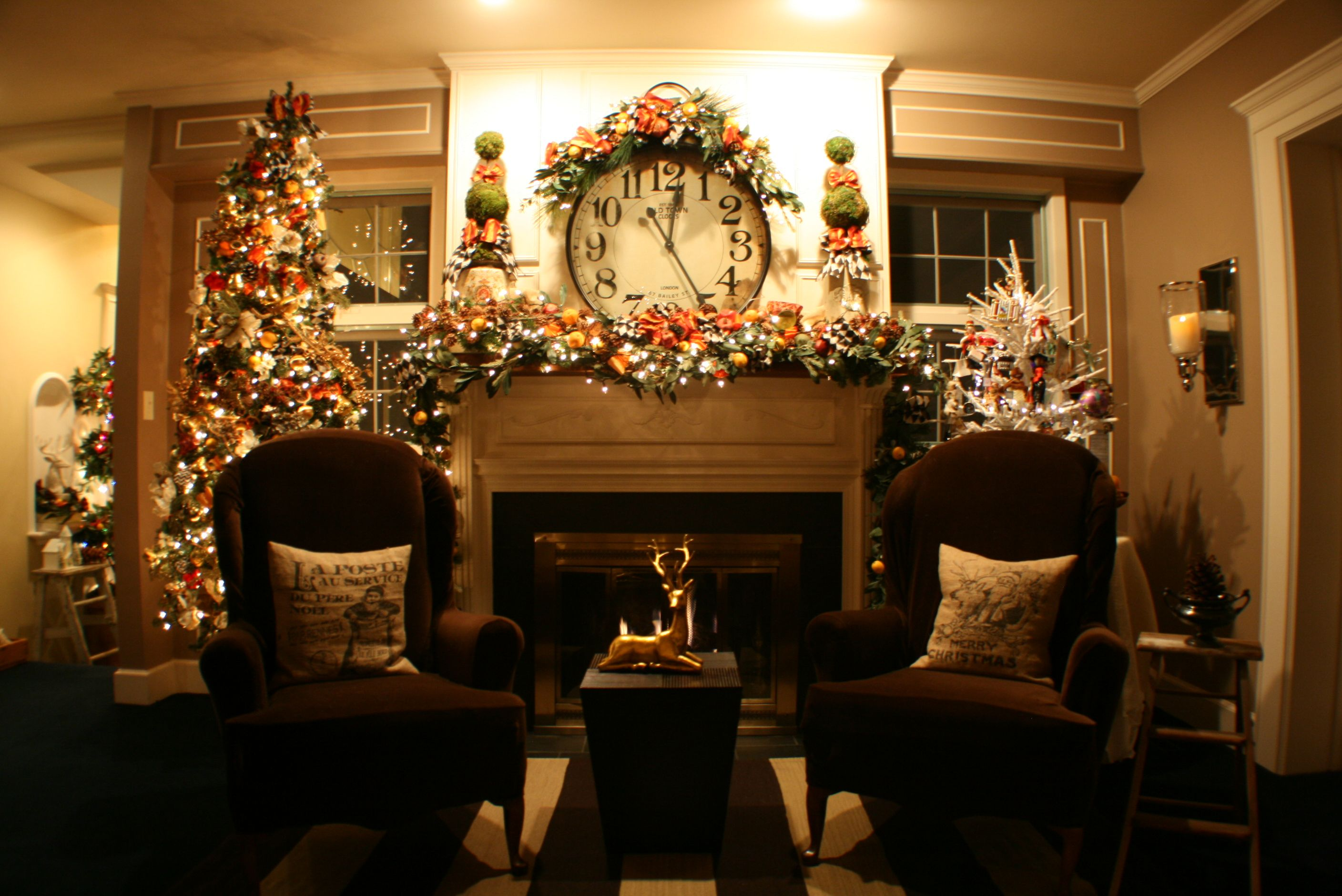 17 Best images about Christmas Decorated Mantels – Decorate Fireplace Mantel for Christmas