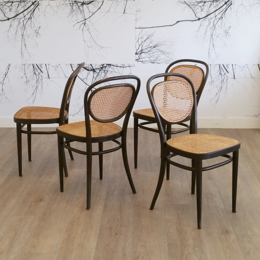 For sale Set of 4 No. 215 Chairs by 1976 Chair