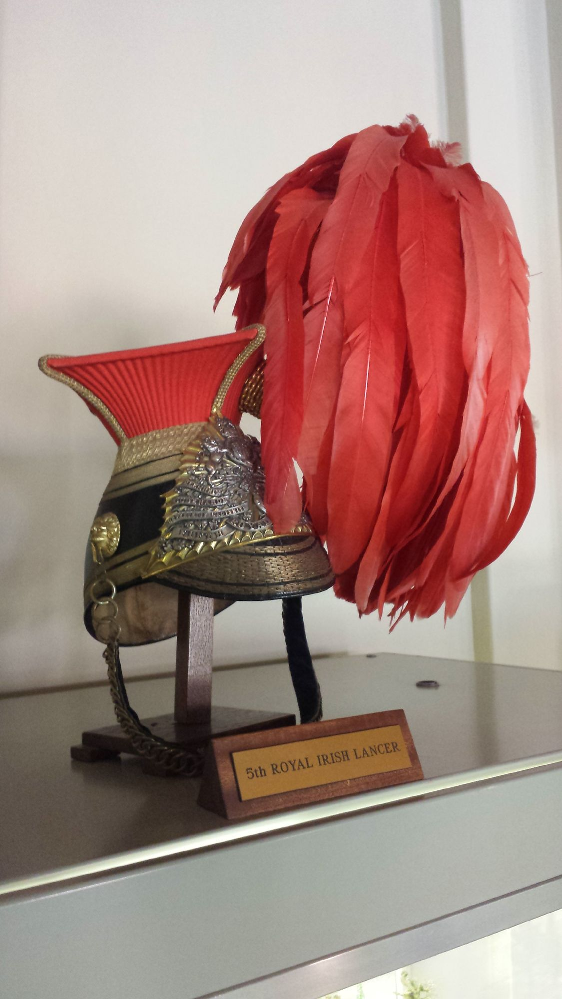 12th (Prince of Wales's) Royal Lancers czapka. NB although the sign says 5th Lancers, they wore green feathers. The 12th Lancers wore scarlet. There again, this could be a 5th Lancer helmet with 12th Lancer feathers.