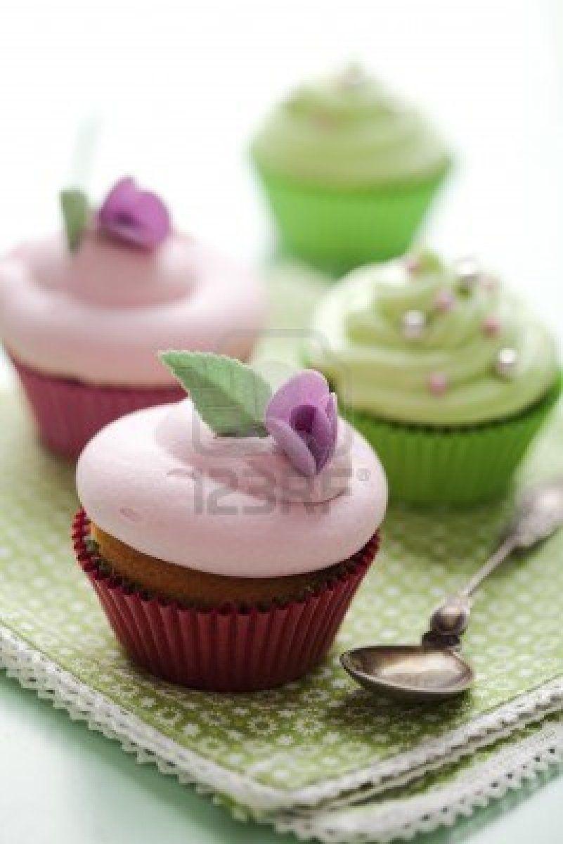 10482774-closeup-of-beautiful-summer-cupcake-with-strawberry-flavoured-cream.jpg (267×400)