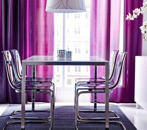3 Chaises Plexiglass Transparentes Design Pour La Salle De Sejour Rideaux Violets