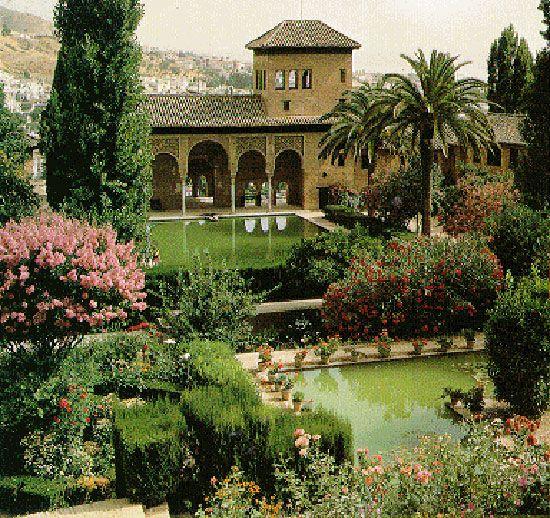جنة العريف هي حدائق وقصر قرب قصر الحمراء كانت متنزها لملوك غرناطة Fall Outdoor Decor Granada Famous Gardens