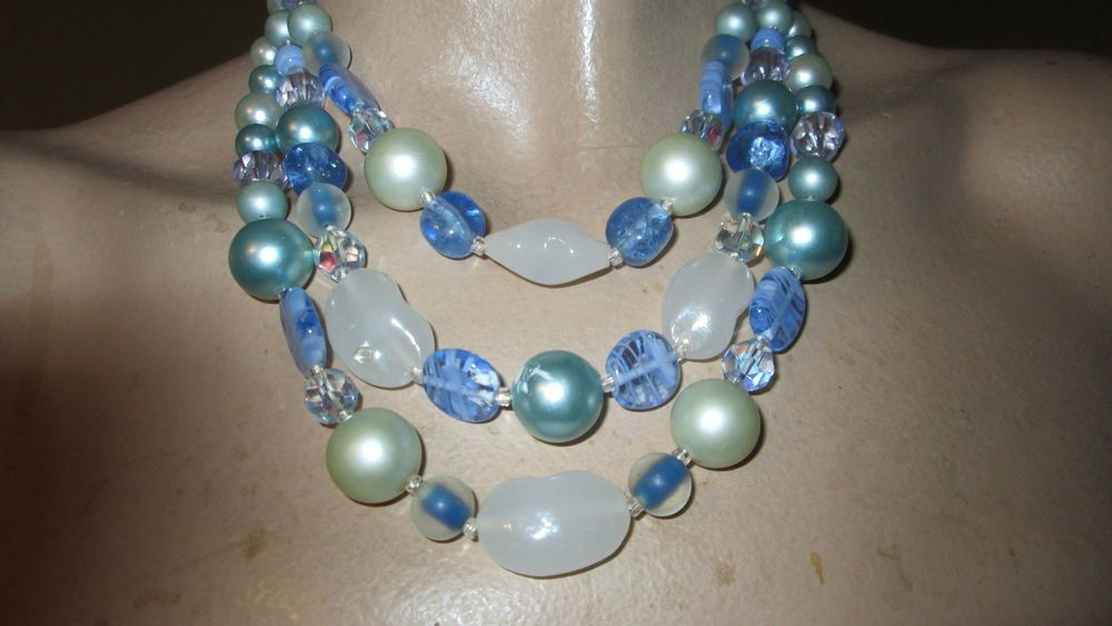 VINTAGE THREE STRAND CRYSTAL,GLASS AND PEARL BLUE NECKLACE