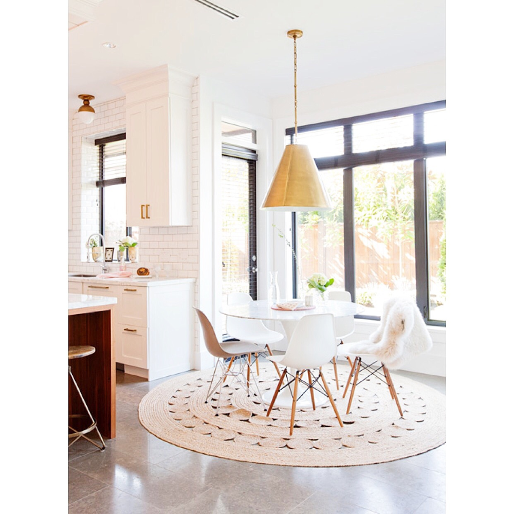 Neutral Dining Room Decor, Round Table Promosi