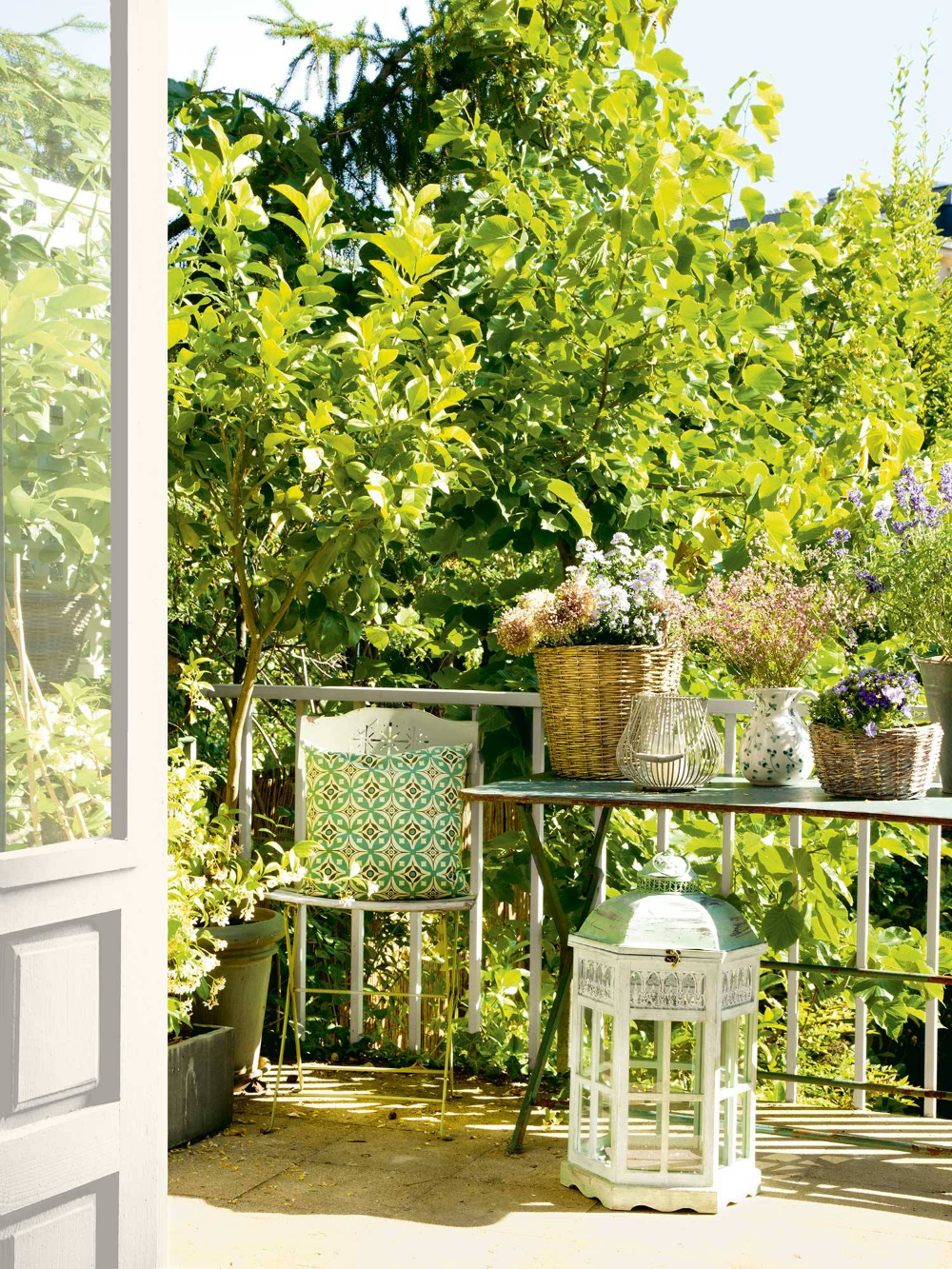Terraza Con Flores Casas Casa De Fin De Semana Muebles De Exterior