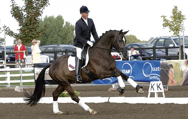 Carl Hester Riding Valegro As A Four Year Old Dressage Passion Cheval Cheval