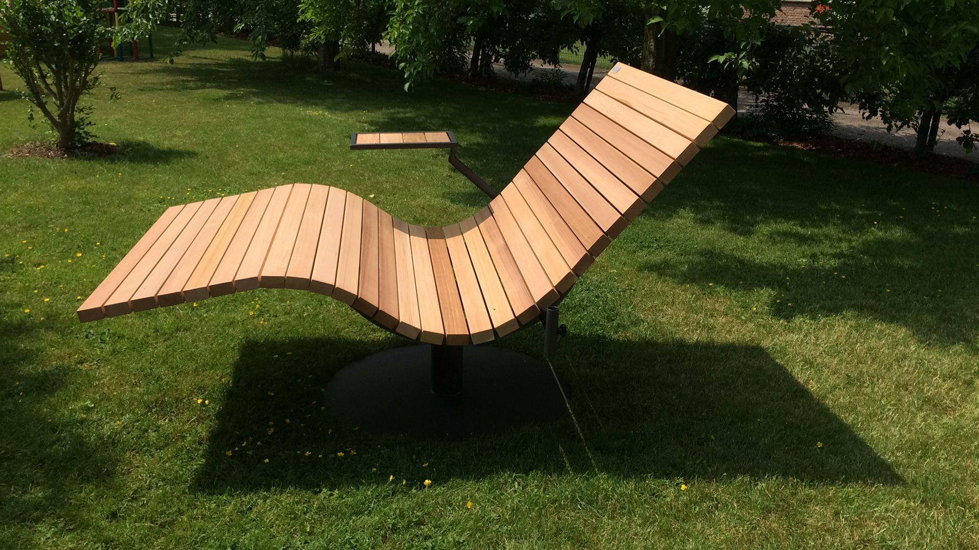 Sonnenliege Mit Den Kleinen Extras Sundivan Vertragshandler Sonnenliege Gartenliege Relaxliege Holzliege Holzliege Relaxliege Garten Gartenbank Holz