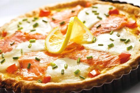 Szybka Tarta Z Lososiem Mozzarella I Pomidorami Przepis Recipe Cooking Recipes Nutritious Meals Food