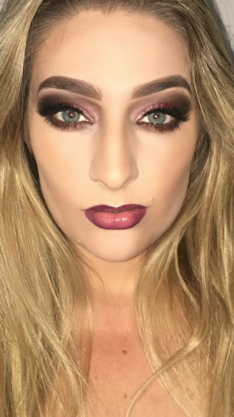 Makeup artist inspo. Ombre lips. Plum purple eyeshadow