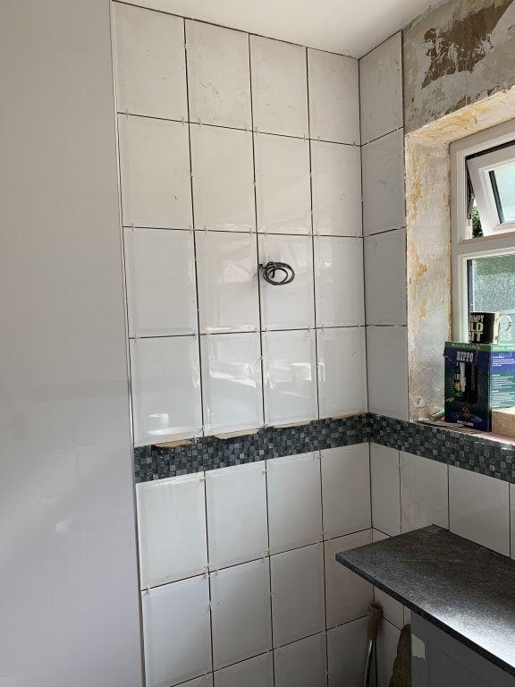 Wickes Bevelled Edge White Gloss Ceramic Wall Tile 300 x ...