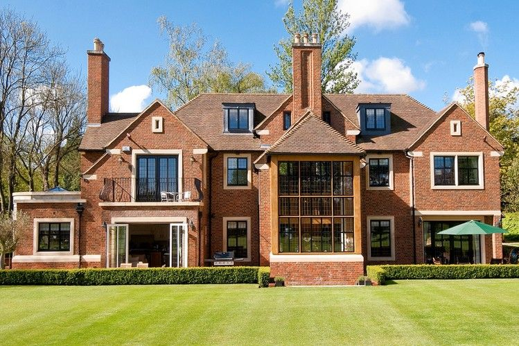 The Enduring English Style Of Architect Edwin Lutyens House Furniture Design House Designs Exterior Edwin Lutyens