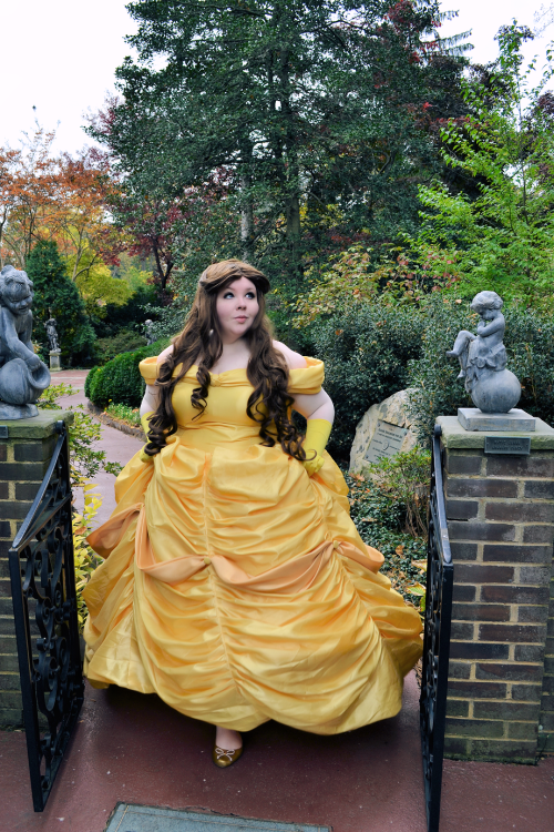 Beauty and the girl belle cosplay