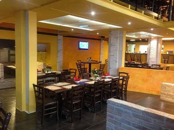 Allestimento daytona pub piacenza tavoli panche for Arredamenti piacenza