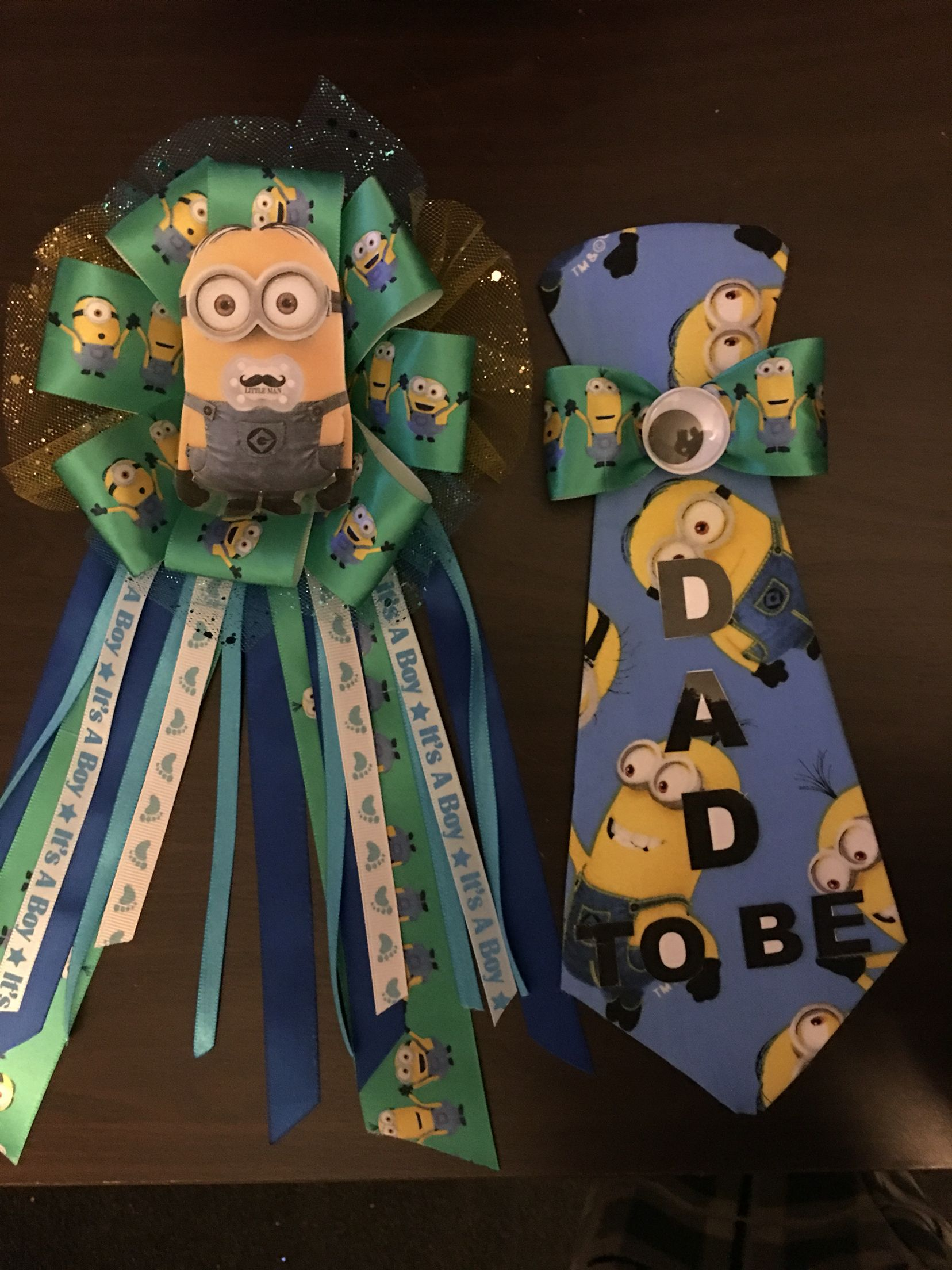 Baby shower minion mom bow pin and dad tie pin