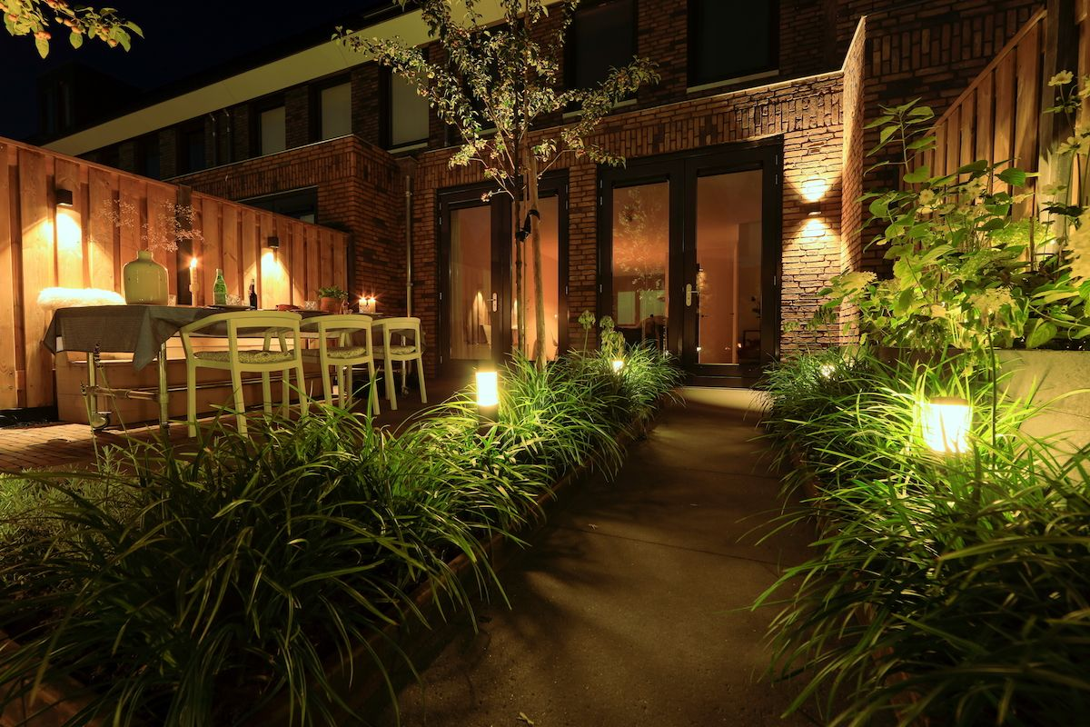 sfeervolle verlichting tuin in lite | Veranda/ tuin | Pinterest ...