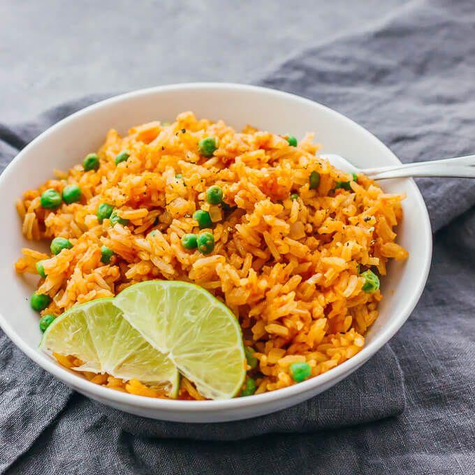 Dieser Leicht Wurzige Mexikanische Reis Wird Leicht Mit Einer Pfanne Auf Dem Herd Ge Mexican Rice Restaurant Style Rice Recipes For Dinner Mexican Rice Recipes