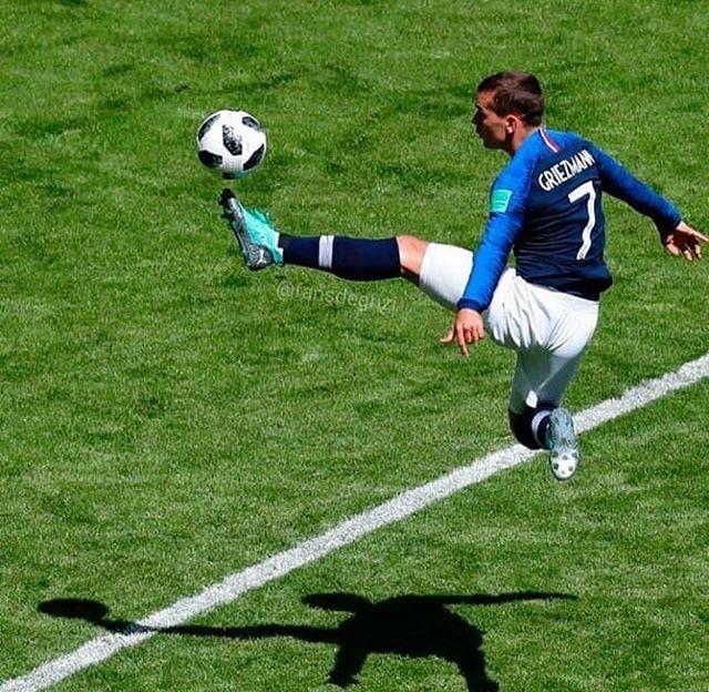 Jolie !!!!!!' Joueurs de foot, Footballeur et Antoine