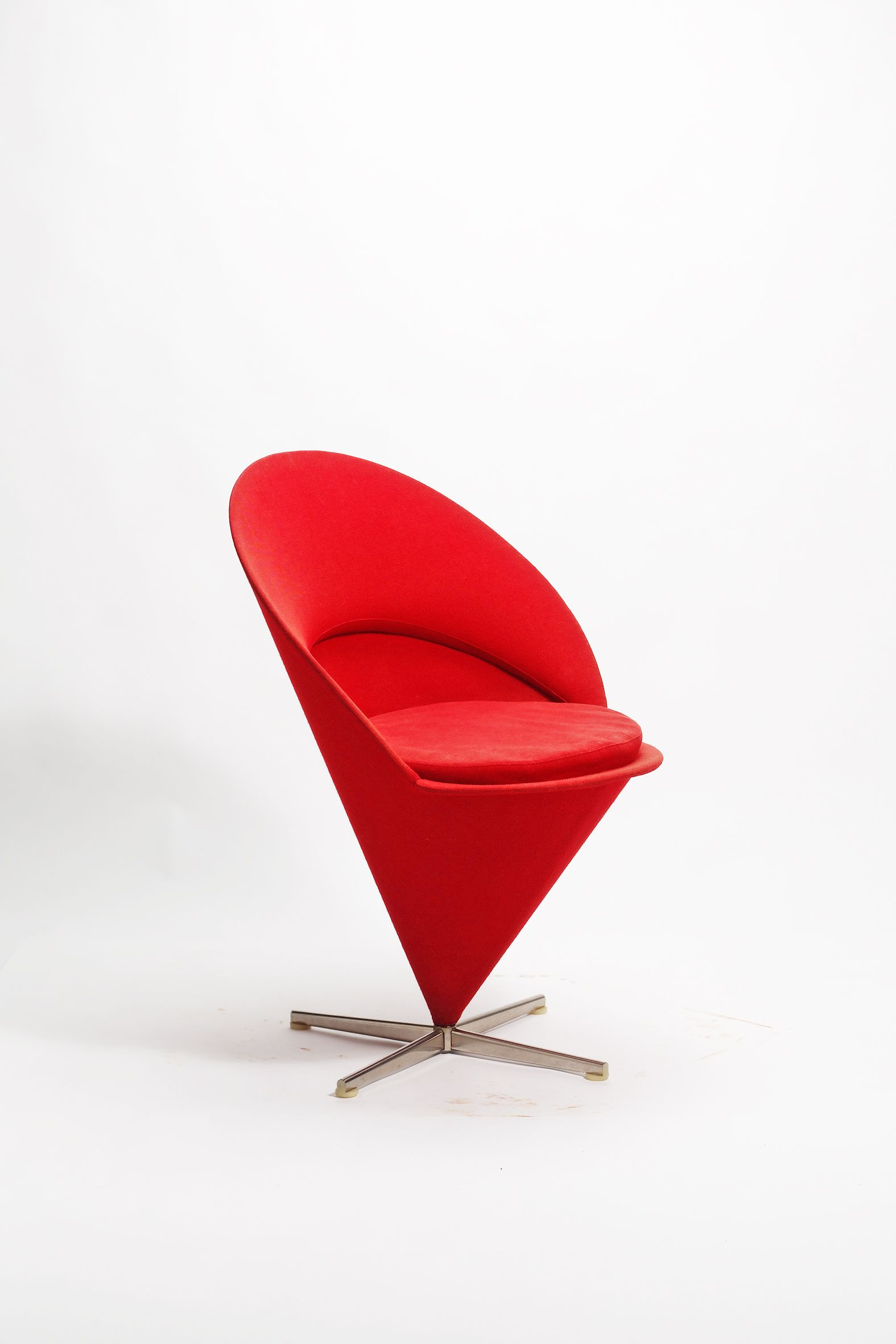 Verner Panton, Cone Chair   This Is So U0027atomic Ageu0027 Jetsonu0027s Style. I Can  Imagine Sitting In This Chair, And Feeling I Am About To Orbit Into The ...