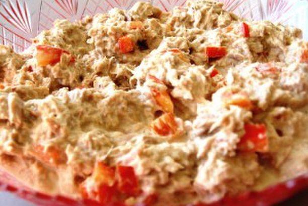 Handige dips: eisalade, kip satésalade en tonijnsalade