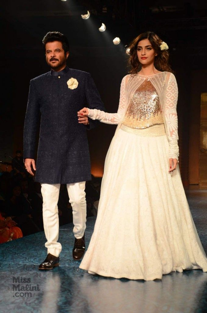 Have You Ever Seen Bollywood Stars Walk The Runway With Their Parents The Bachchans Kapoors Sinhas Akhtars Show You How Seen