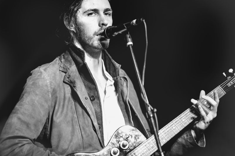 Hozier Captures Hearts At Hotel Cafe Buzzbands La Hozier Irish Musicians Inspirational People
