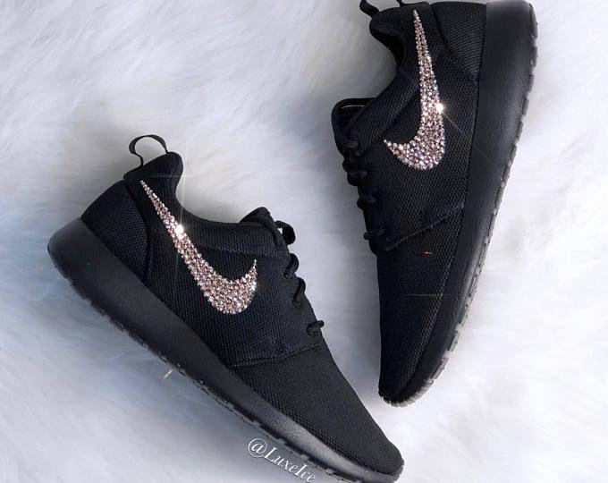 Nike Roshe Run Women's Shoes BlackWhiteMetallic Platinum