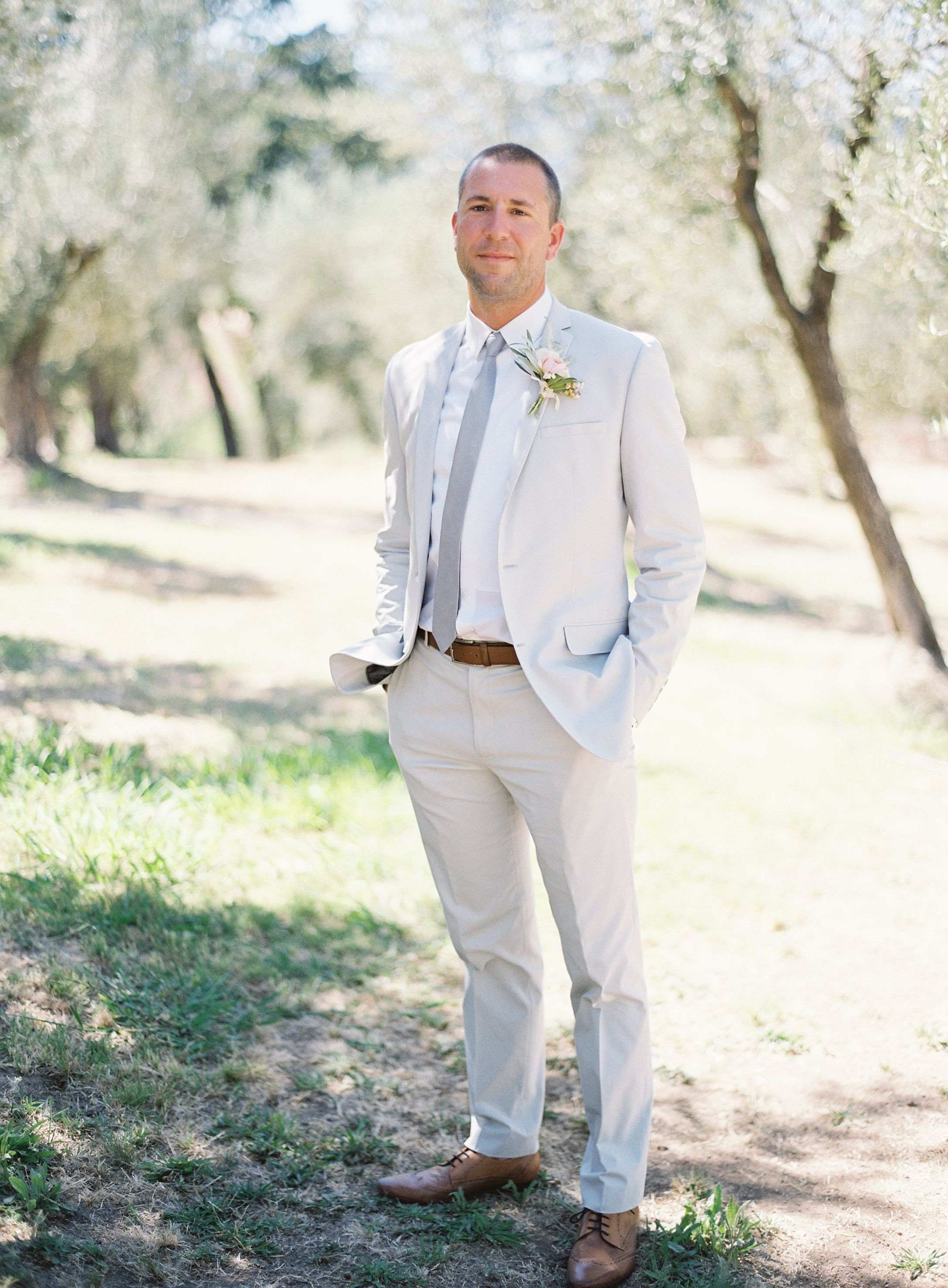 Summer Vineyard Wedding // Groom's Suit // Photo by Rylee Hitchner #winecountry #wedding #vineyardwedding #outdoorwedding #rusticwedding #groomsuit #summerwedding