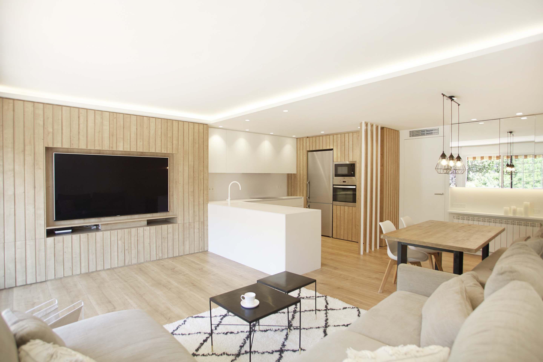 Espacio de salón comedor y cocina abiertos, de estilo minimalista ...
