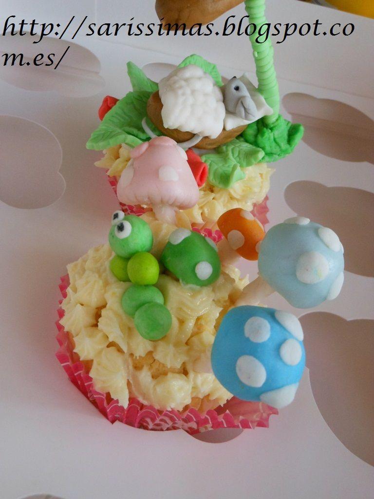 Cupcakes  de limón con sus figuritas de azúcar.