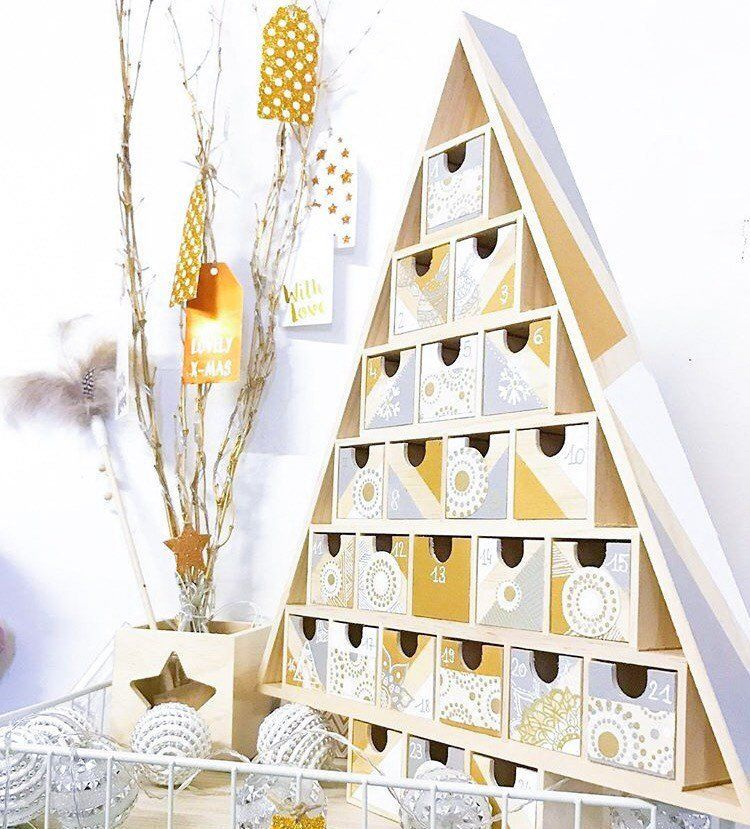 Calendrier De L Avent A Personnaliser.Advent Calendar Is Customize Shaped Christmas Tree 24