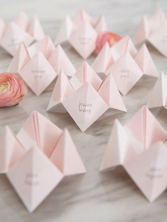 Tischkarten Zur Hochzeit Selber Machen 40 Ideen Fur Platzkarten Zur Hochzeit Karte Hochzeit Hochzeitskarten Selber Machen Platzkarten Hochzeit