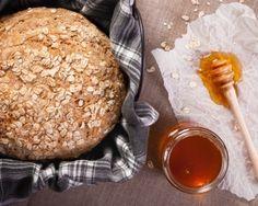 Hunaja-kauraleipä Farina Pizza- ja piirakkajauhoseoksesta. www.vuohelanherkku.fi/reseptit/hunaja-kauraleipa #gluteeniton #vuohelanherkku #resepti