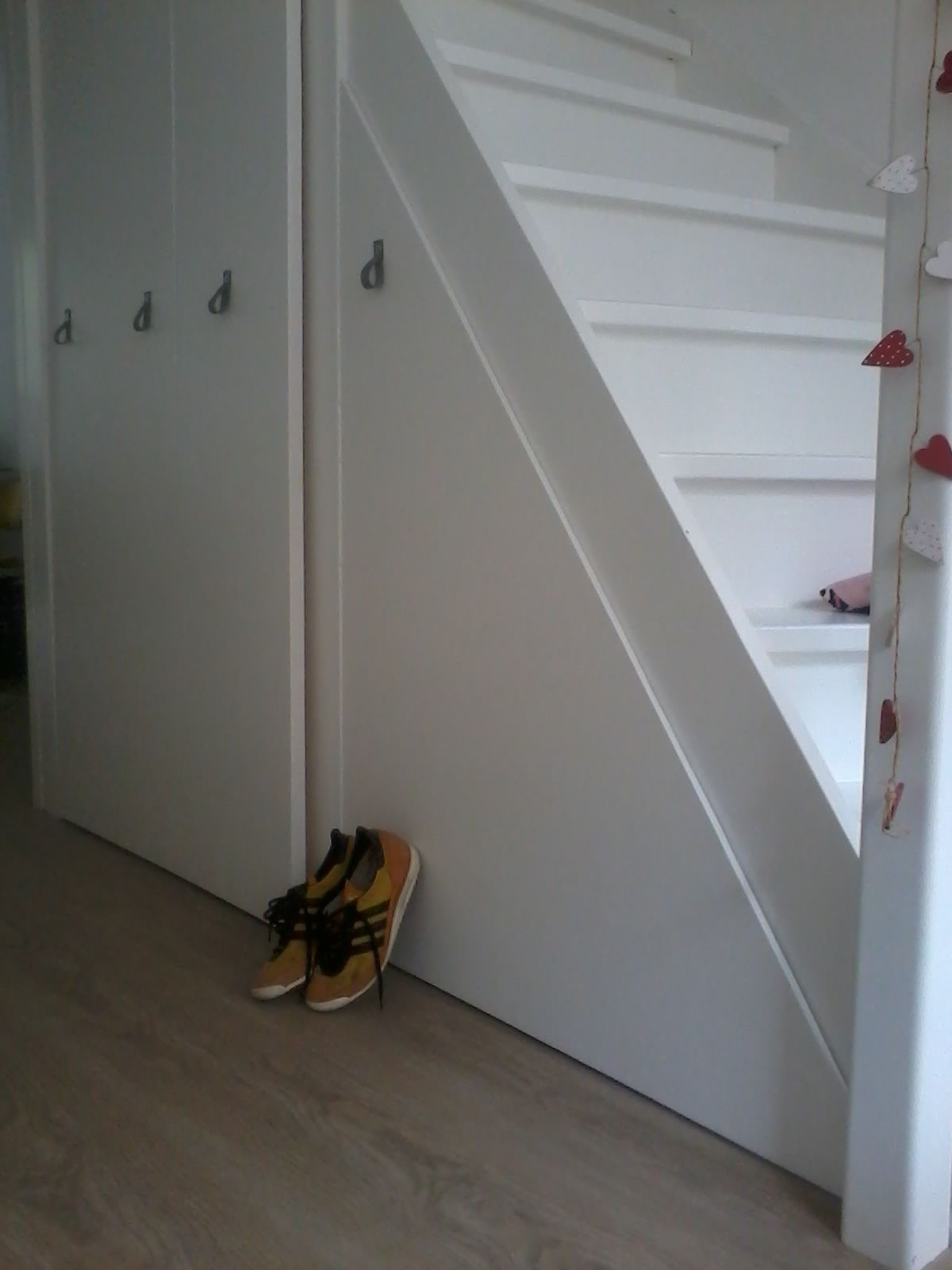 Top kast onder de trap staircase with kapstok onder trap for Trap kaal maken