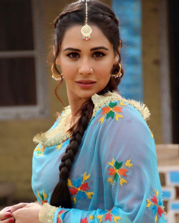 Image May Contain 1 Person Punjabi Hairstyles Medium Hair Styles Takhar