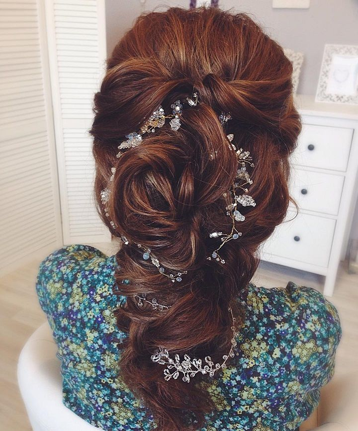 Beautiful hair down wedding hairstyle inspiration #weddinghair #hairstyle #hairideas #bridalhair #frenchchignon #halfuphalfdownhairstyles #braids #hairdown #braided #updohairstyles