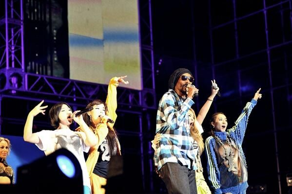 2NE1 Drop it like its Hot with Snoop Dogg for Unite All Originals Live concert
