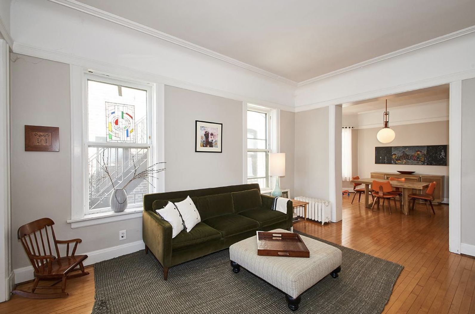 This 3 Bedroom Apartment For Rent In Chicago Has Lots Of Living Space High Ceilings And Wonderfu Vintage Apartment Vintage Apartment Decor Apartments For Rent